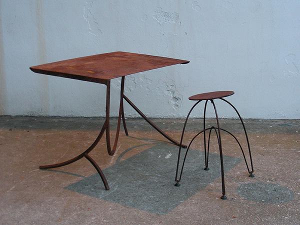 escritorio y taburete